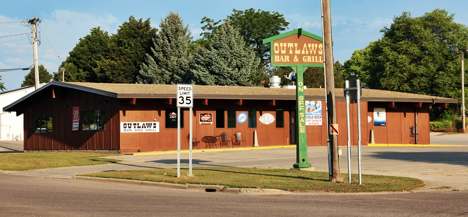 Outlaws Bar & Grill